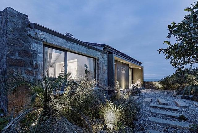 Bên cạnh các cấu trúc bằng đá, ngôi nhà sử dụng vật liệu xây dựng của họ có nguồn gốc từ địa phương kết hợp với những công nghệ hiện đại.