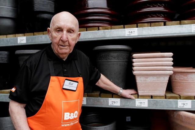 Sydney Prior đã làm việc tại một cửa hàng DIY tại Anh cho đến khi ông 95 tuổi
