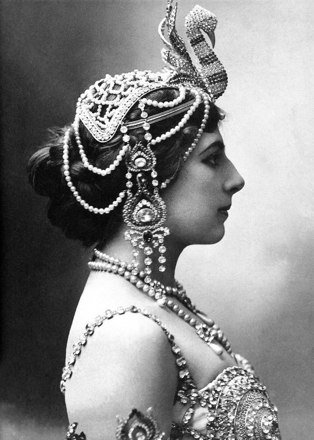 photo-0-1513397878875 Nữ điệp viên Mata Hari huyền thoại với vũ điệu thoát y khiến hơn 50.000 lính Pháp phải bỏ mạng trong thế chiến