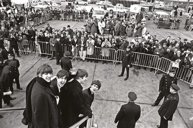 The Beatles đến New York vào mùng 7 tháng 2 năm 1964.