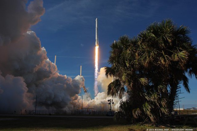 SpaceX lần đầu tiên trong lịch sử hoàn thành sứ mệnh tiếp tế cho ISS bằng tên lửa và tàu vũ trụ tái sử dụng - Ảnh 1.