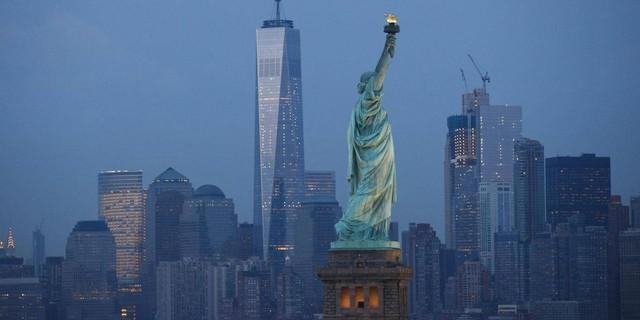Chính phủ Mỹ càng bỏ nhiều tiền, nền kinh tế sẽ càng có lợi (Nguồn: Getty Images).