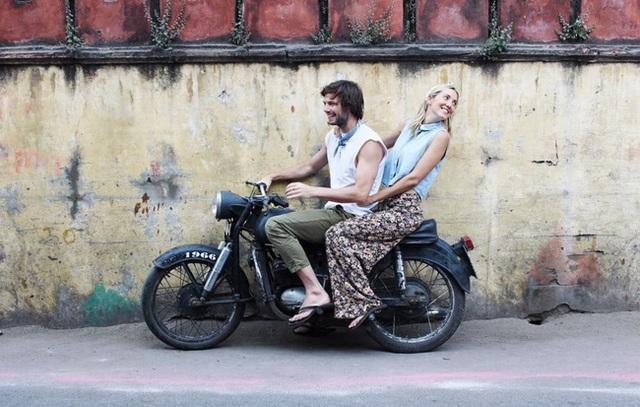 Jess Last và Charlie Wild ở Ấn Độ