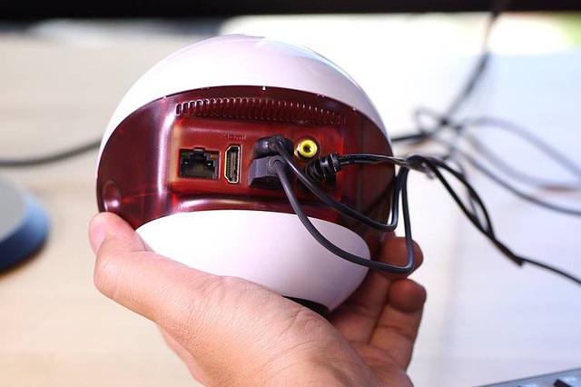 Endless Mini có kết cấu bằng nhựa bóng với phần ổ cắm được đặt hết ở mặt lõm phía sau