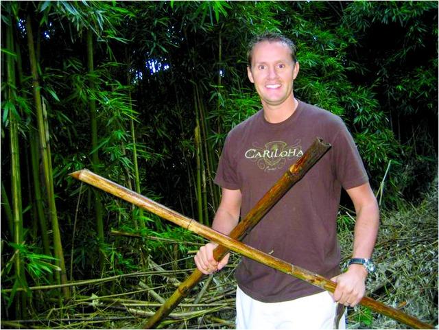 CEO Jeff Pedersen trong một rừng tre Maui