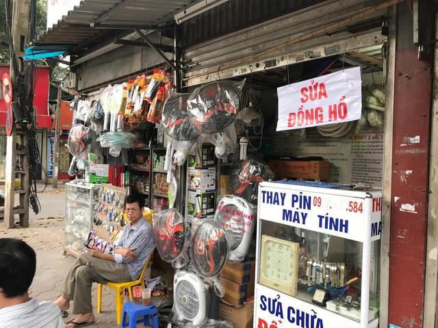 Chiều dài mặt tiền của mỗi cửa hàng trên phố này chỉ từ 1-2 mét.