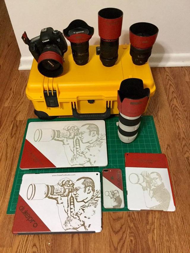 Các đồ chơi của Đức Phạm đều được trang trí hoặc bảo vệ với phụ kiện da của Cu Hiệp.