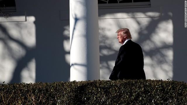 """""""Một màn đêm hỗn loạn"""" của Tổng thống Donald Trump - Ảnh 2."""