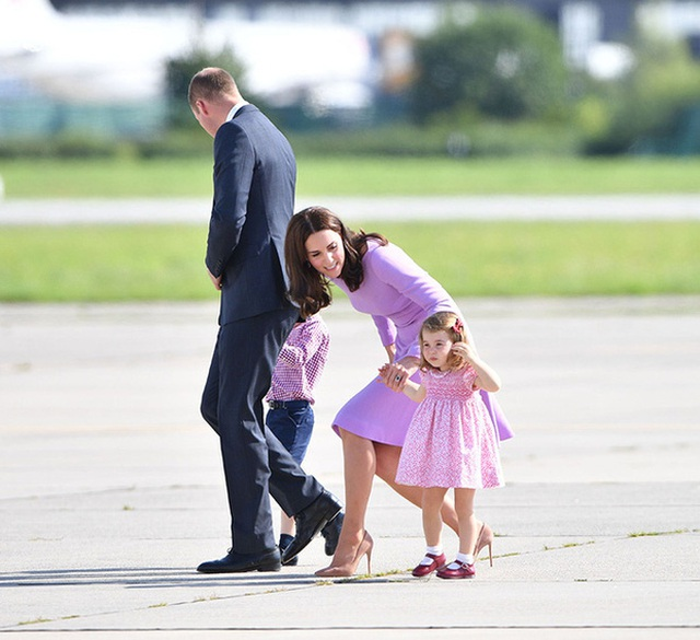 Cách công nương Kate Middleton khéo léo xử lí cơn ăn vạ của con y như một chuyên gia tâm lý - Ảnh 2.