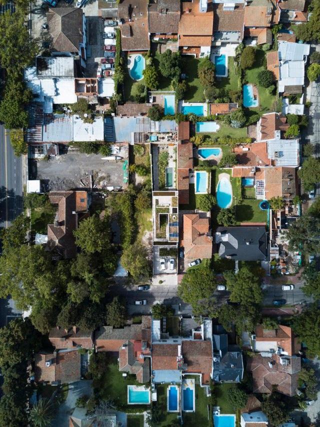 Thiết kế ấn tượng các khu vườn trên mái tạo nên kiến trúc của ngôi nhà rất độc đáo - Ảnh 2.