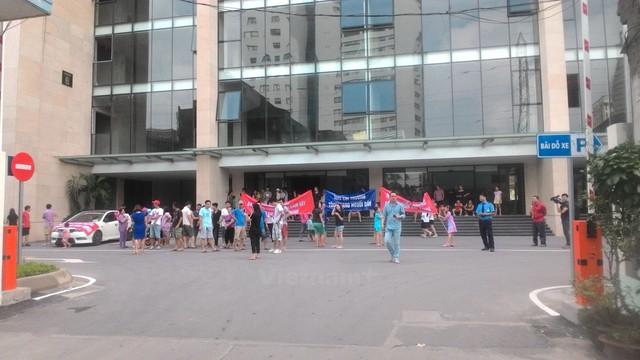 Cư dân chung cư liên tục phản đối chủ đầu tư, chính quyền Hà Nội chỉ thị chấn chỉnh - Ảnh 2.