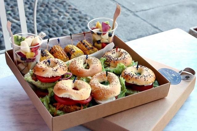 Chúng ta cần ăn đầy đủ và cân bằng chất dinh dưỡng hàng ngày