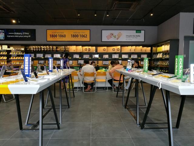 Bên trong cửa hàng mới toanh của Thế Giới Di Động: Đẹp, sang, ít nhân viên - Ảnh 5.