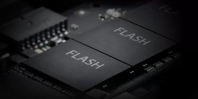 Apple góp 3 tỷ USD với ý định thâu tóm mảng chip nhớ của Toshiba, nỗ lực thoát khỏi sự phụ thuộc của mình vào Samsung - Ảnh 1.