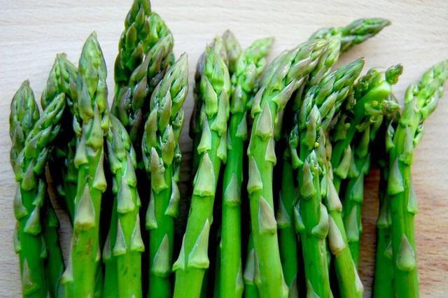 5 loại rau quả nên nấu chín hơn là ăn sống - Ảnh 2.