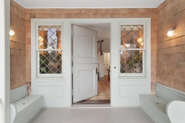 Ngôi biệt thự này có giá lên đến 18 triệu USD với hình dạng bên ngoài rất nổi bật.