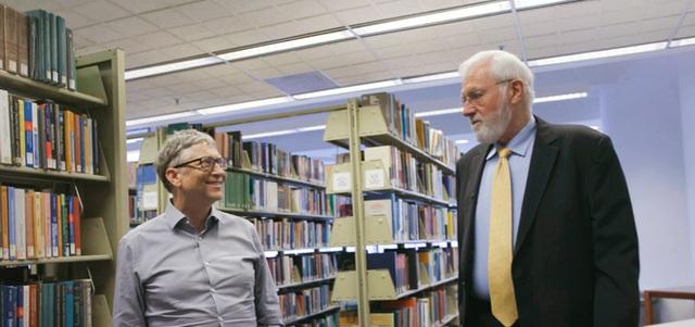 Bill Gates luôn coi ngài Foege là một anh hùng, và là một trong những người thầy vĩ đại nhất của mình