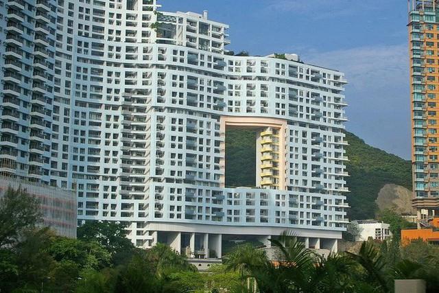 """photo-1-1511659257067 Bí mật thú vị đằng sau những """"lỗ hổng"""" siêu to ngay giữa các ngôi nhà cao tầng ở Hồng Kông"""