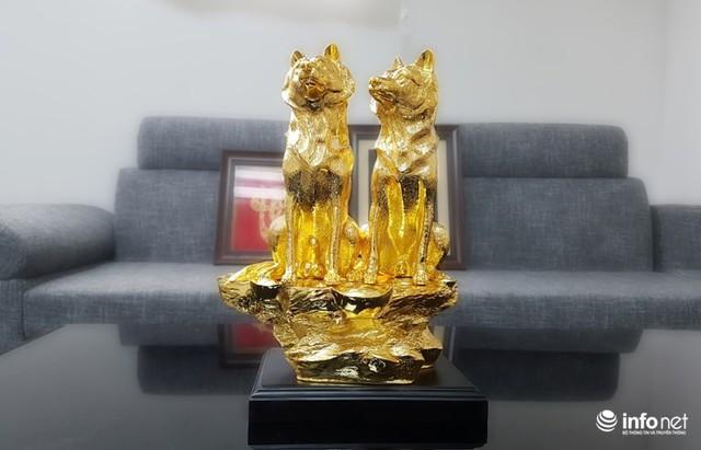 Đại gia chi chục triệu sắm Linh khuyển mạ vàng đón Tết Mậu Tuất 2018 - Ảnh 2.