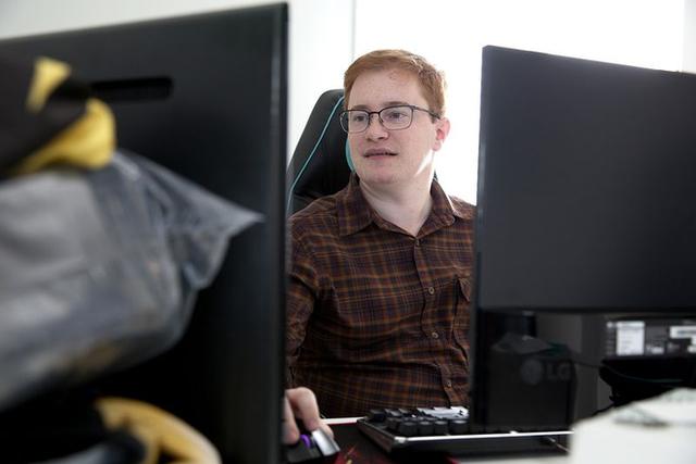 Chuyện chàng trai 23 tuổi sở hữu tổ chức nhiều đội tuyển eSports của riêng mình nhờ kêu gọi đầu tư từ các tỉ phú - Ảnh 1.