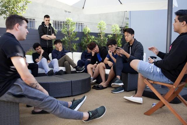 Chuyện chàng trai 23 tuổi sở hữu tổ chức nhiều đội tuyển eSports của riêng mình nhờ kêu gọi đầu tư từ các tỉ phú - Ảnh 2.