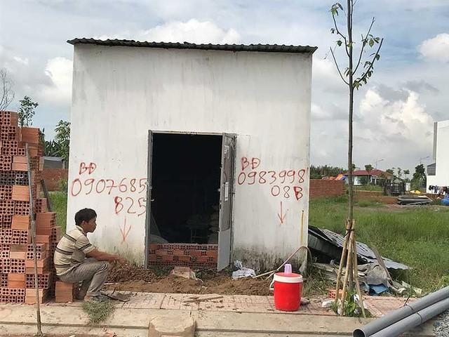 """Với Quyết định 60 thì sẽ không còn những """"căn nhà"""" như thế này mọc lên để đối phó. Ảnh: VIỆT HOA"""