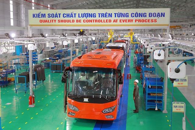 Việt Nam chính thức xuất khẩu ô tô ra nước ngoài - Ảnh 2.