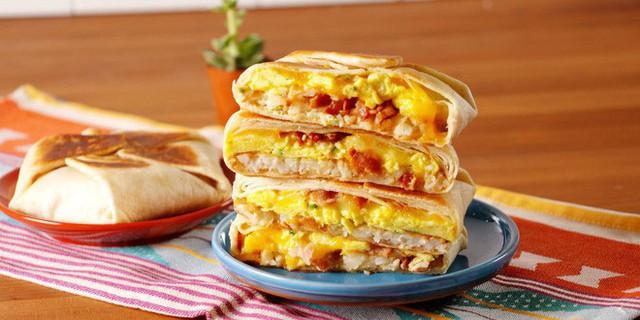 Không ăn sáng, bạn có thể cảm thấy cạn kiệt năng lượng và dễ dàng ăn quá nhiều vào nửa sau của ngày