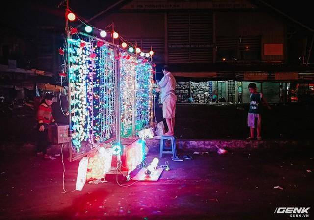 Đời sống qua lăng kính smartphone (Kỳ 1): Người dân Sài Gòn nô nức trang trí phố xá đón Noel đến gần - Ảnh 2.
