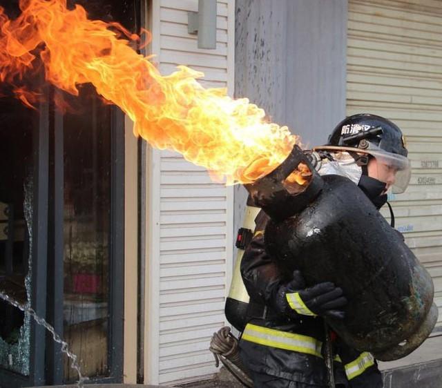 Bình gas có cháy cũng không nổ ngay đâu, xin bạn hãy bình tĩnh xử lý - Ảnh 1.