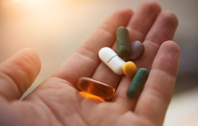 Nghiên cứu mới khẳng định thực phẩm chức năng bổ sung canxi và vitamin D không giúp bảo vệ xương - Ảnh 1.