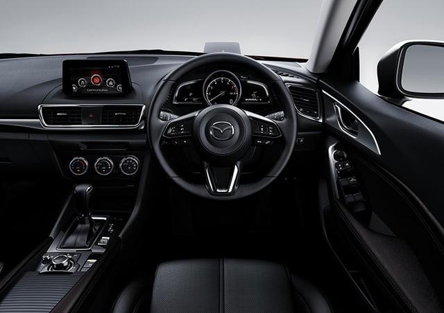 Những trang bị nổi bật khác của Mazda3 2017 tại thị trường Thái Lan bao gồm điều hòa không khí tự động...