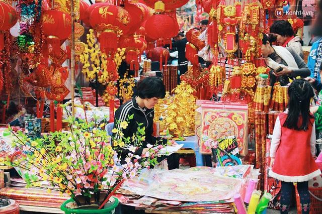 Khổ như người Hà Nội hành xác ở chợ hoa vừa đông, vừa tắc cả tiếng đồng hồ - Ảnh 11.