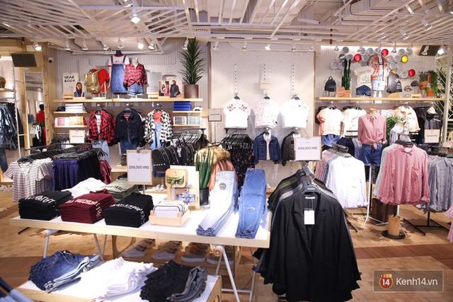 Pull&Bear Việt Nam: Giá rẻ hơn Thái Lan, áo phông giá từ 149.000 đồng, quần jeans từ 699.000 đồng - Ảnh 11.