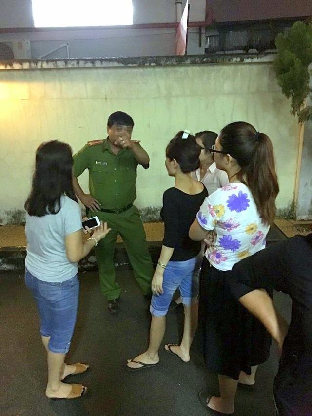 Lực lượng chức năng đến giữ an ninh trật tự trong đêm 21-9.