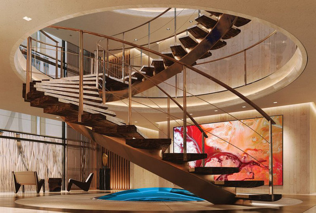 Cầu thang hình tròn nối từ phần sàn tới boong tàu