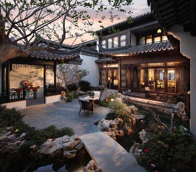 Cùng với những khu vườn được trang trí đẹp tuyệt vời theo phong cách Đông Nam Á, câu chuyện cổ tích thời xưa tại Trung Quốc lại tiếp tục được kể qua trí tưởng tượng và bàn tay thiết kế điêu luyện.