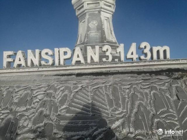 Nhiệt độ xuống âm 7 độ C, đỉnh Fansipan phủ trắng băng tuyết - Ảnh 11.