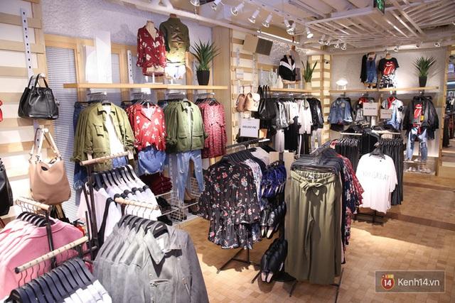 Pull&Bear Việt Nam: Giá rẻ hơn Thái Lan, áo phông giá từ 149.000 đồng, quần jeans từ 699.000 đồng - Ảnh 12.