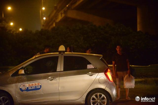 Hà Nội: Vạ vật đến nửa đêm vẫn không bắt nổi xe khách về quê nghỉ lễ 2/9 - Ảnh 12.