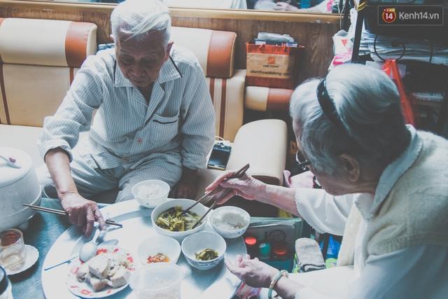 Hàng ngày cụ Ninh và cụ Hân cùng trải qua những tháng ngày bình yên hạnh phúc.