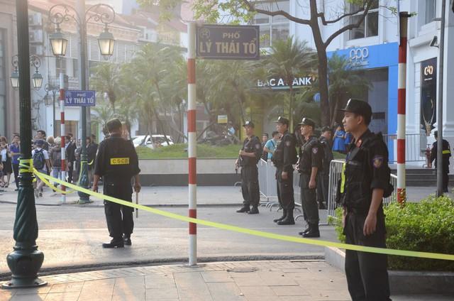 Cập nhật: Tổng thống Mỹ Donald Trump tới Hà Nội, an ninh thắt chặt tại các tuyến đường trung tâm - Ảnh 12.