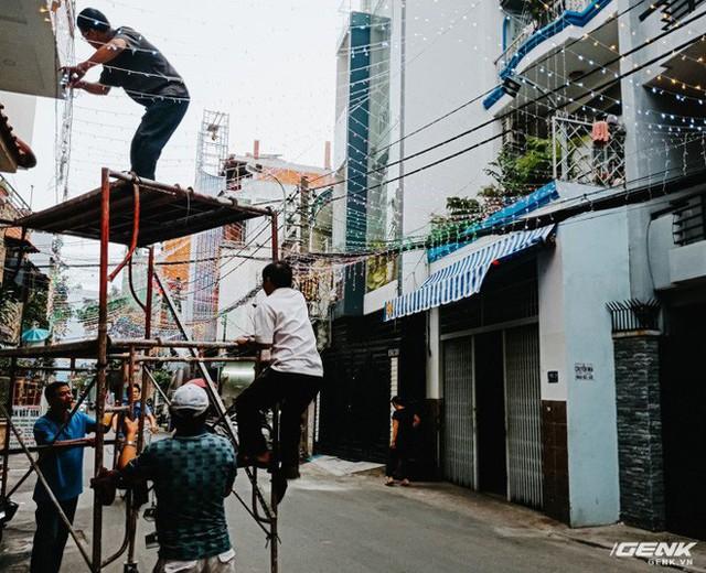 Đời sống qua lăng kính smartphone (Kỳ 1): Người dân Sài Gòn nô nức trang trí phố xá đón Noel đến gần - Ảnh 12.