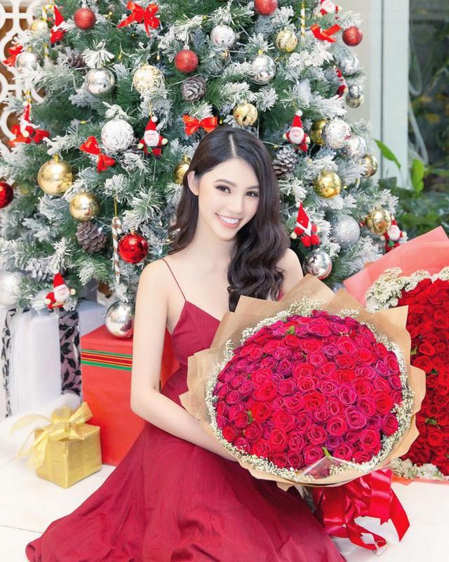 3 tiểu thư Hội con nhà giàu Việt: Người đón Noel ở biệt thự dát vàng, người sắm cả núi đồ hiệu - Ảnh 12.