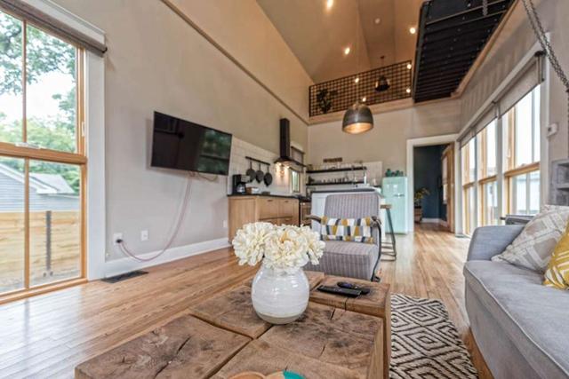 Căn nhà bỏ hoang chẳng ai muốn mua, cải tạo lại đẹp như biệt thự giá bán tăng gấp 34 lần - Ảnh 12.