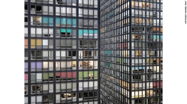 Bộ ảnh Transparent City (Thành phố trong suốt) ghi lại kiến trúc và cuộc sống ở Chicago, Mỹ