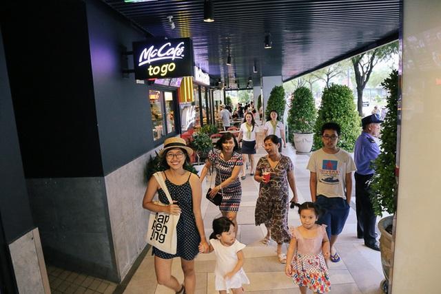 Sau 20 năm bỏ hoang với những lời đồn đoán rùng rợn, Thuận Kiều Plaza đã hồi sinh và sầm uất đến nhường này - Ảnh 13.