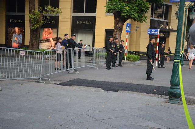 Cập nhật: Tổng thống Mỹ Donald Trump tới Hà Nội, an ninh thắt chặt tại các tuyến đường trung tâm - Ảnh 13.