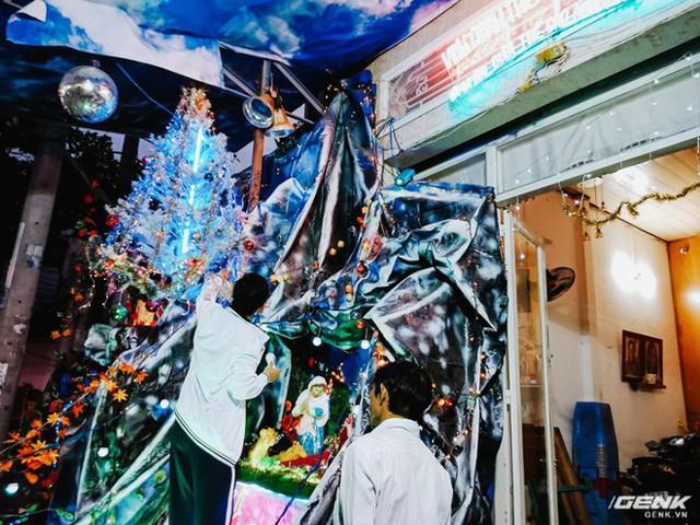 Đời sống qua lăng kính smartphone (Kỳ 1): Người dân Sài Gòn nô nức trang trí phố xá đón Noel đến gần - Ảnh 14.