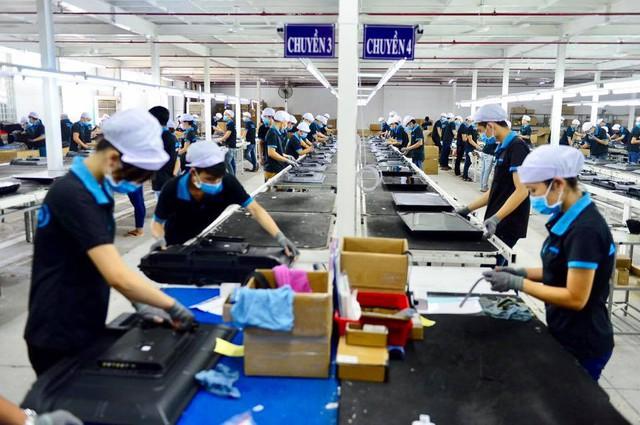 Bình dân hóa công nghệ vào trong sản xuất, sản phẩm của Asanzo được cắt giảm các tính năng không cần thiết, từ đó giúp giảm giá thành.